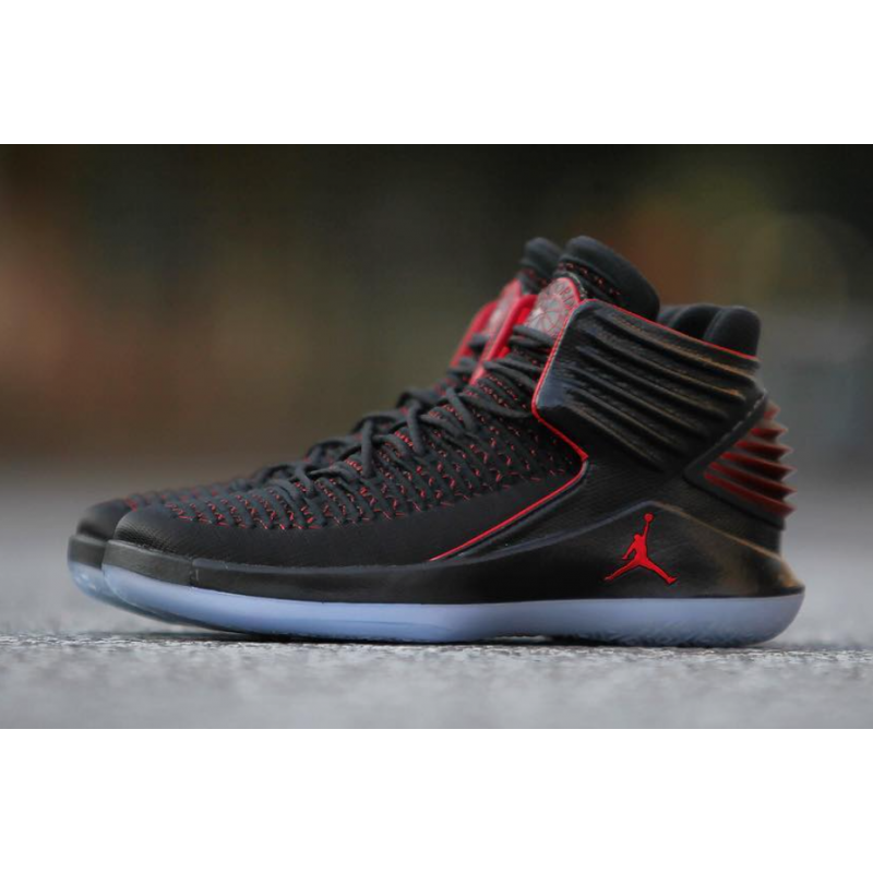 "Air Jordan 32 ""Bred"" Black/University Red AA1253-001"