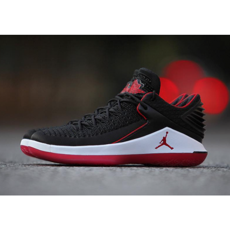 "Air Jordan 32 Low ""Bred"" Black/University Red AA1256-001"