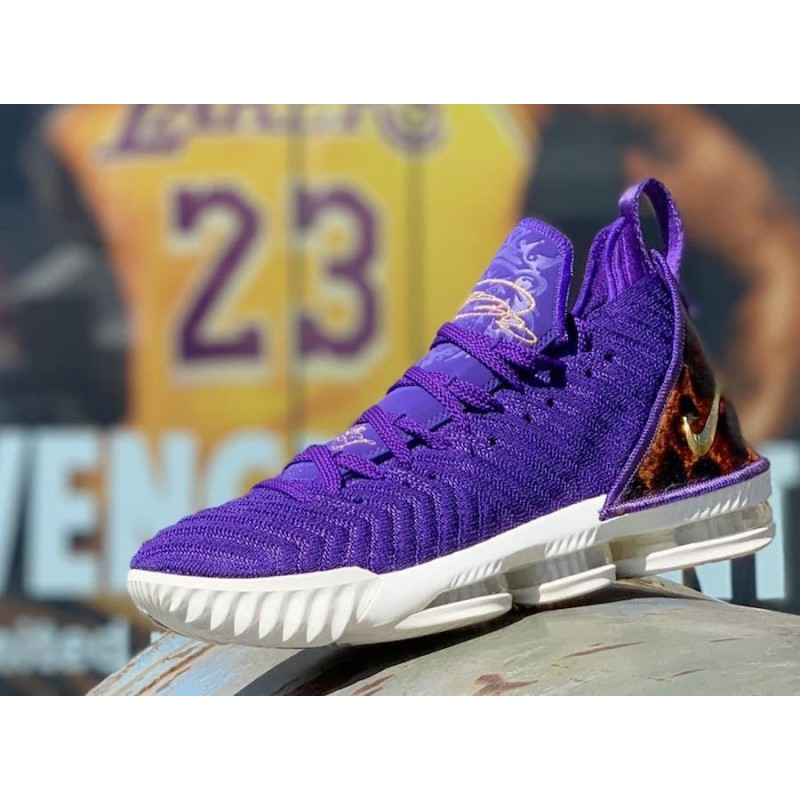 "Cyber Monday Nike LeBron 16 ""King Court Purple"" (Purple) AO2588-500"
